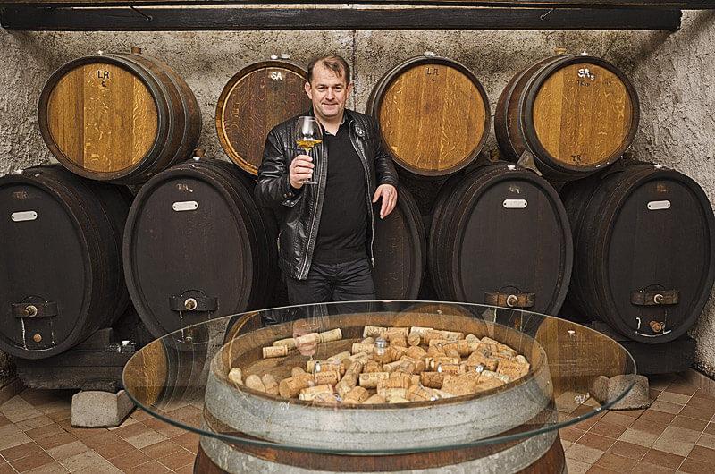 Otmar Šturm v vinski kleti